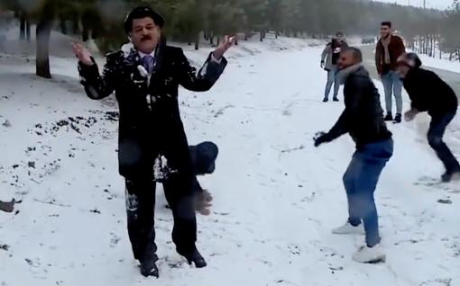 Uutisankkuri joutui lumisodan kohteeksi kesken suoran lähetyksen Irakissa– video naurattaa somessa