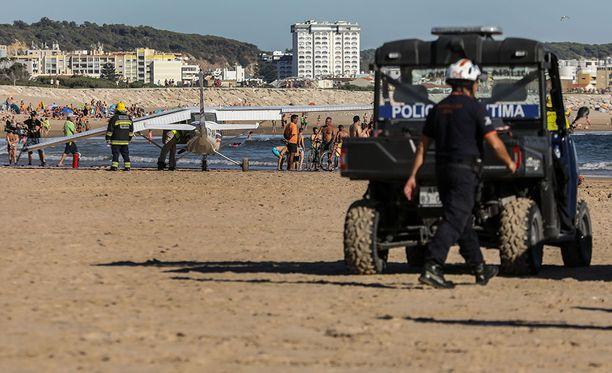 Viranomaiset ihmettelivät miksi kone ei laskeutunut mereen vaan täydelle uimarannalle.