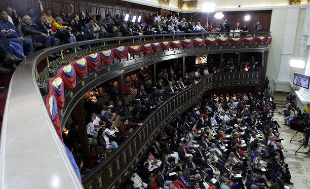Venezuelan kiistelty perustuslakiedustajisto aikoo viedä maan oppositiojohtajat oikeuden eteen maanpetoksesta.