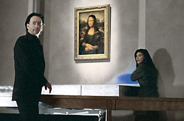 Tom Hanks ja Audrey Tautou etsivät yhteisvoimin totuutta Da Vinci -koodissa.