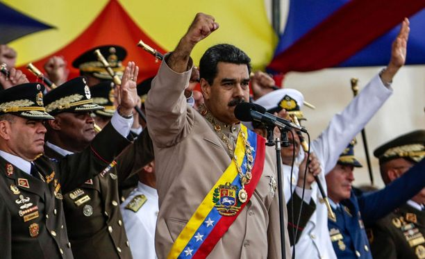 Venezuelan presidentti Nicolas Maduro uhkaa häntä vastustavia mielenosoittajia aseellisella yhteenotolla, jos hänet syöstään vallasta.