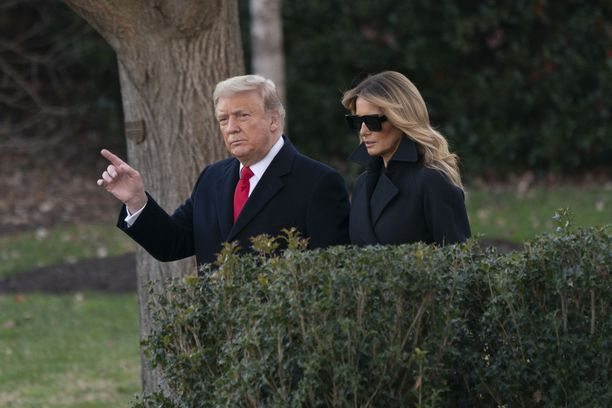 Trump vaimoineen poistui Valkoisesta talosta joululoman viettoon Floridan Mar-a-Lagoon aatonaattona.