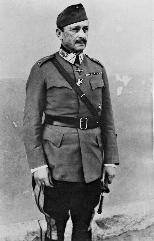 Aristokraattinen Mannerheim inhosi bolševikkeja, jotka olivat olleet kaatamassa tsaaria valtaistuimeltaan. - 1942