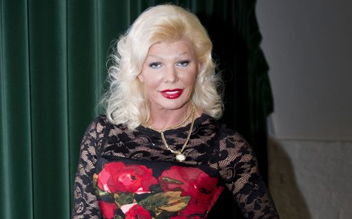 """Tiina Jylhä sanoo joutuneensa maskikaupoissa syntipukiksi – lähettää tulikivenkatkuiset terveiset """"muutamalle ministerille"""" tänään tv:ssä"""
