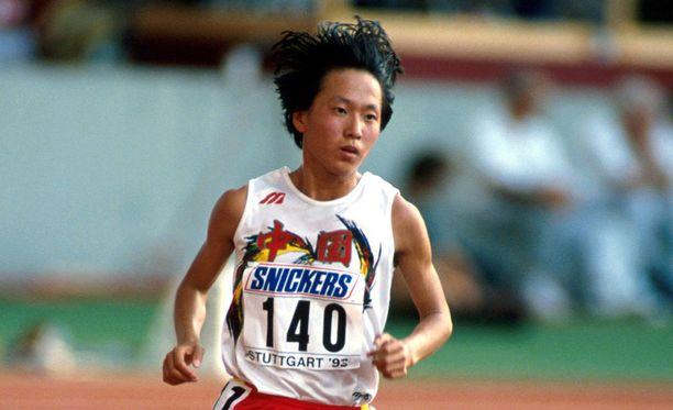 Wang Junxia ja moni muu kiinalainen juoksi hirmuaikoja 1990-luvun alussa.
