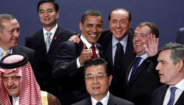 Berlusconin pelleily ryhmäkuvauksessa ei ollut kuningattaren mieleen.