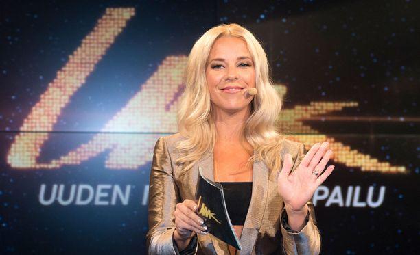 Krista Siegfrids juontaa jälleen Uuden musiikin kilpailua.