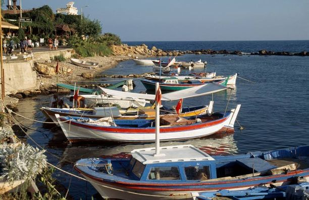 Antalyaan juhannusviikonlopuksi suuntaava saa matkalleen parhaimman hinta-lämpösuhteen. Torstain 35 lämpöastetta on monelle jo liian tukalaa.