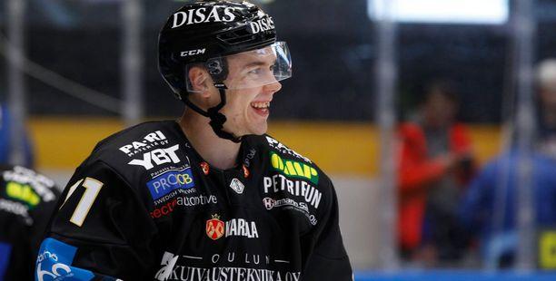 Juho Lammikon ura jatkuu KHL:n Metallurg Magnitogorskissa.