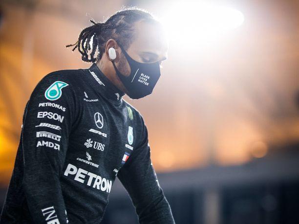 Lewis Hamiltonille etsitään tuuraajaa.