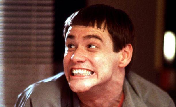 Jim Carrey tähditti hulvatonta Nuija ja tosinuija -komediaa vuonna 1994. Carreyn roolihahmolla Lloydilla oli tunnistettava hiustyyli.