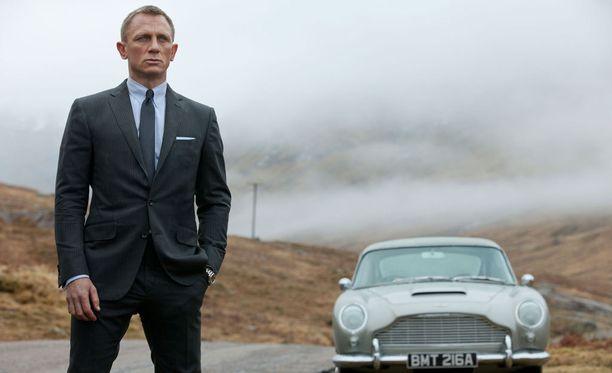 James Bond kamppailee kahden kovan suomalaisen viihdeohjelman kanssa katsojista tänään iltayhdeksältä.