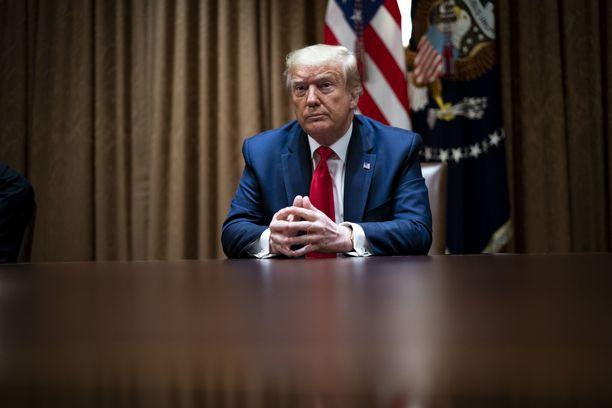 """Donald Trump sanoo tekevänsä """"jotain muuta"""", jos vaalitappio osuu kohdalle."""