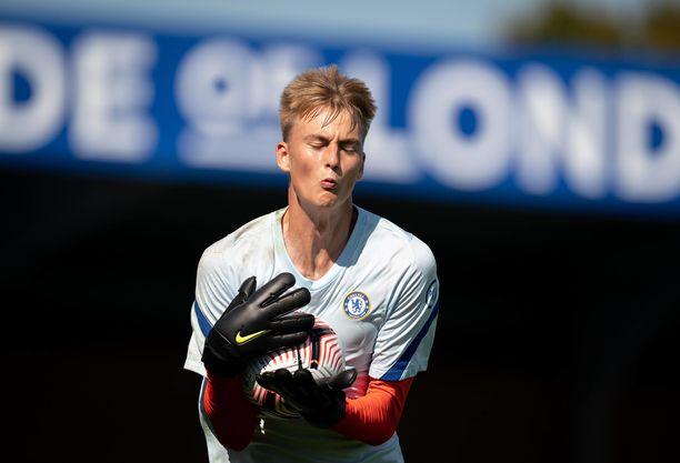 Lucas Bergström hioo taitojaan Chelsean akatemiassa.