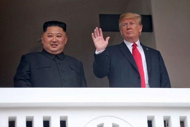 Vanhat veriviholliset Kim ja Trump esiintyivät rennosti yhdessä.