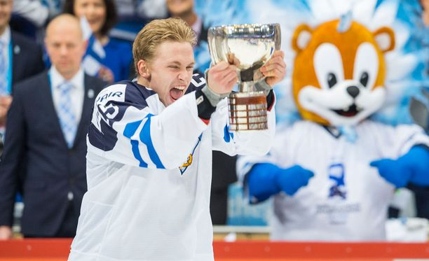 Mikko Rantanen kipparoi Suomen nuoret MM-kultaan vuodenvaihteessa.