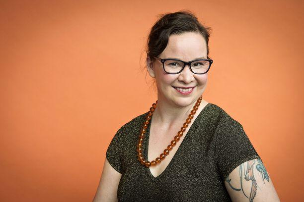 Rosa Meriläisen mukaan omien suojausten laskeminen auttaa täysipainoisen seksielämän saavuttamiseen.