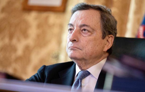 Italian pääministeri Mario Draghi haluaa saada lääkeyhtiöt kuriin.