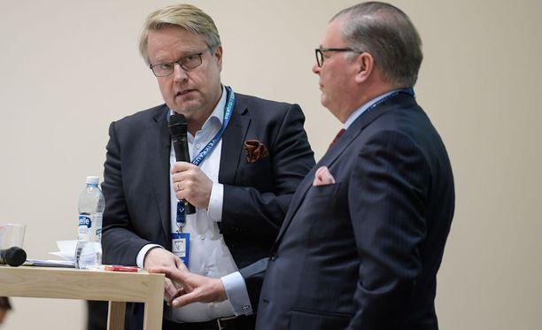 Matti Apunen (vas.) ja Ari Lahti puhuivat olosuhteista.