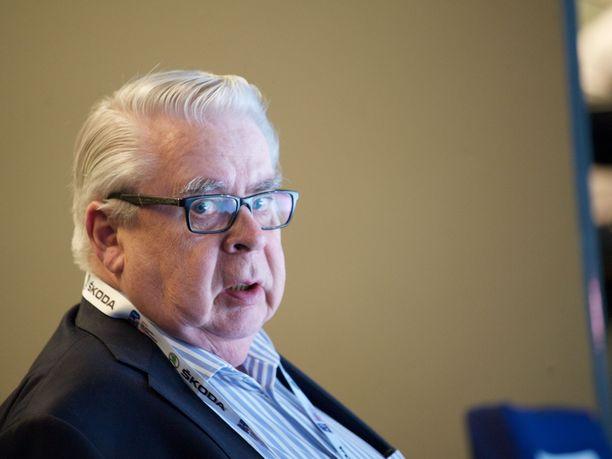 Kalervo Kummolan mukaan Suomessa ei innostuta pienestä kaukalosta.