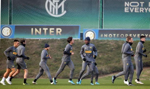Inter saa etua Barcelonan lepuutuksista.