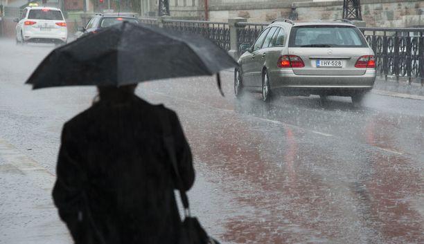 Ilmatieteen laitoksen mukaan perjantaina sade tulee vetenä etelässä ja maan keskiosassa.