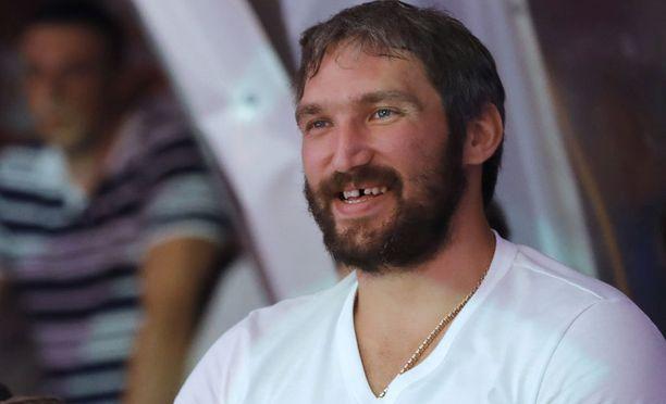 Aleksandr Ovetshkinin kerrotaan auttaneen kylmissään ollutta koditonta. Lämpötilat Edmontonissa liikkuvat suunnilleen samoissa lukemissa kuin Suomessa.