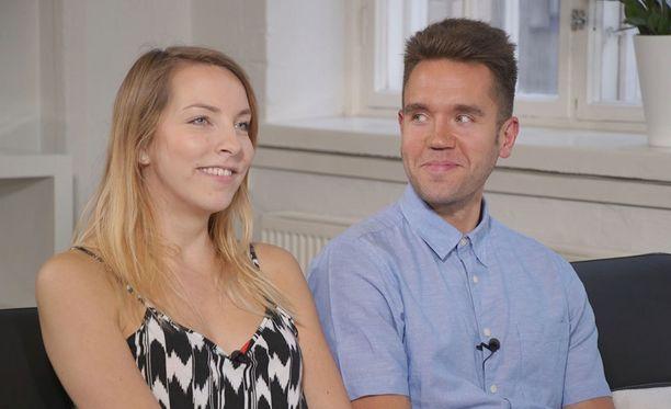 Milla ja Kimmo kertovat terapeutille parisuhteen voivan hyvin. Milla kuitenkin kertoo kaipaavansa alkuhuumaa takaisin.
