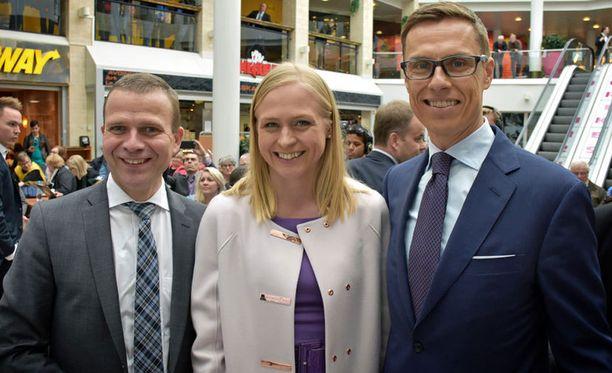 Petteri Orpo (vas.) on kokoomuksen piirihallitusten jäsenten suosikki puolueen uudeksi puheenjohtajaksi.