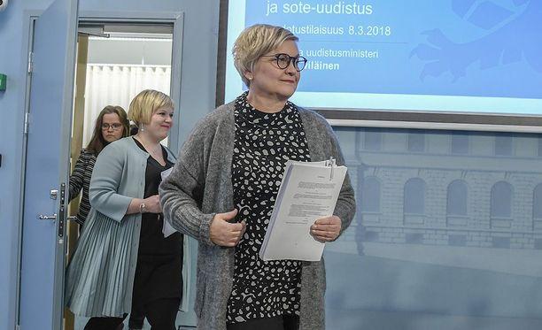 Paikalla ovat muun muassa kunta- ja uudistusministeri Anu Vehviläinen ja perhe- ja peruspalveluministeri Annika Saarikko.