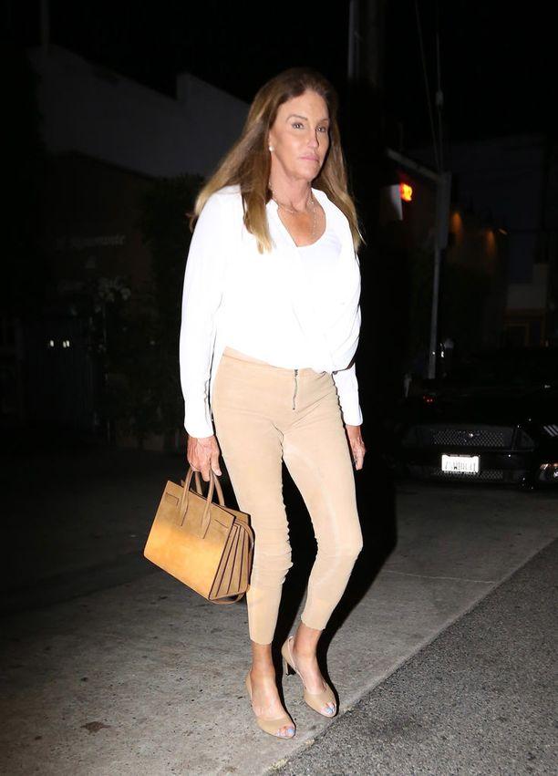 Jenner tunnetaan olympiavoittajana ja Kardashianin perhettä seuraavan tosi-tv-sarjan yhtenä tähdistä.