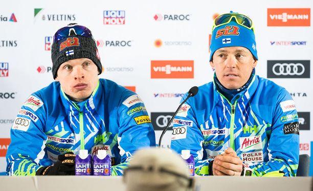 Iivo Niskanen (vas.) ja Sami Jauhojärvi ovat pariviestin olympiavoittajia ja MM-pronssimitalisteja.