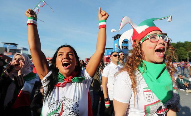 Iranissa naisia ei päästetä jalkapallostadioneille. Venäjällä tilanne on toinen.