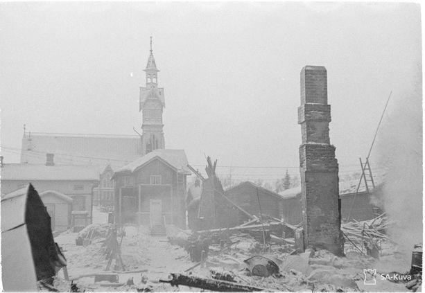 Kajaanin kirkko kärsi pommituksista. Kuva 13.2.1940.