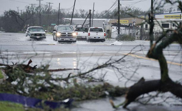 Harvey-hurrikaani tavoitti Texasin mantereen varhain lauantai-aamuna.