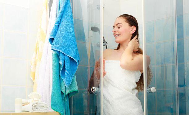 Laita märkä pyyhe roikkumaan siten, että se kuivuu mahdollisimman nopeasti.