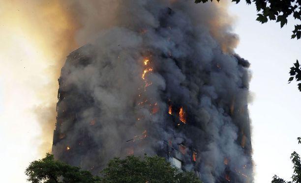 Tulipalo 27-kerroksisessa tornitalossa syttyi tiistain ja keskiviikon välisenä yönä.