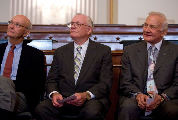 Collins, Armstrong ja Aldrin vuonna 2009.
