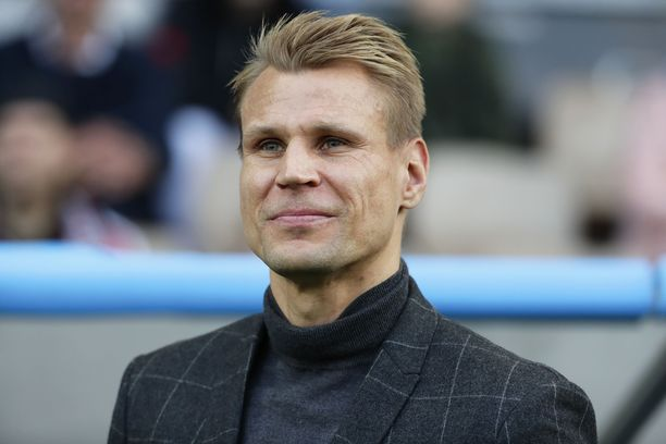 Toni Koskela aloitti HJK:n päävalmentajana voitolla.