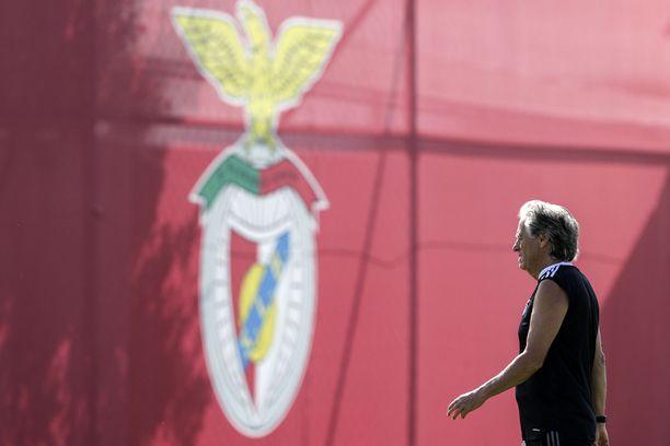 Jorge Jesus yrittää luotsata Benfican Mestarien liigan lohkovaiheeseen.