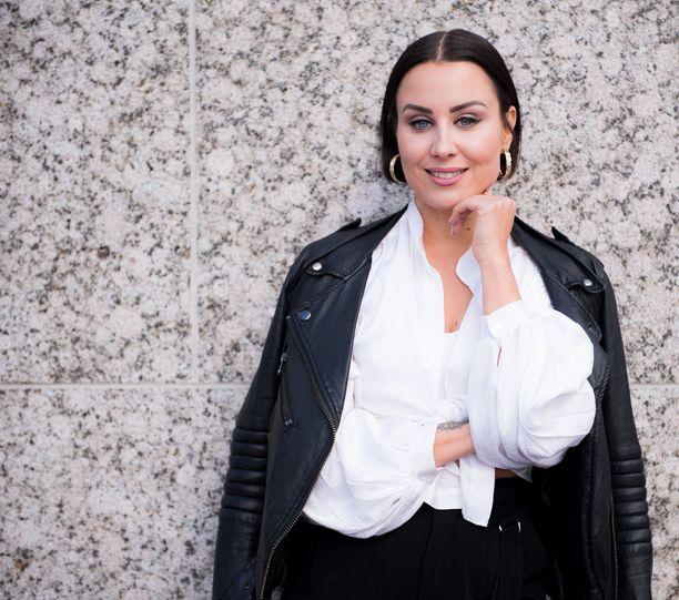 Vaikka Alma Hätösellä on paljon Instagram-faneja, myös sosiaalisen median kääntöpuoli on tullut tutuksi.