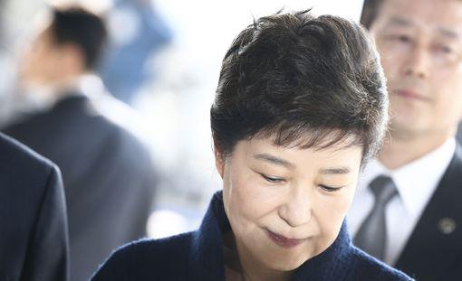 Etelä-Korean erotettu presidentti Park Geun-hye on ilmoittautunut syyttäjien kuulusteluihin tänään.