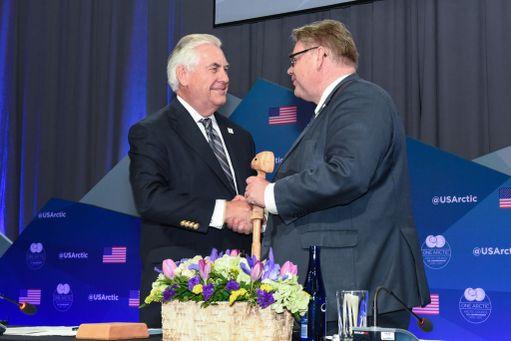 Ulkoministeri Timo Soini tapasi Yhdysvaltojen ulkoministerin Rex Tillersonin keväällä ottaessaan vastaan Arktisen neuvoston puheenjohtajuuden Yhdysvalloilta. Perjantaina Soini osallistuu Washingtonissa Tillersonin isännöimään kokoukseen. Washingtonista Soini jatkaa YK:n yleiskokoukseen New Yorkiin.