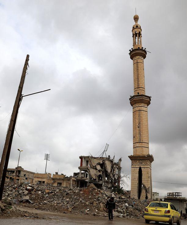 Huhtikuussa Syyrian Raqqassa tuhoutui moskeija taistelussa Isisiä vastaan.