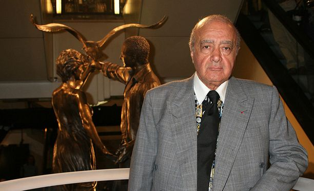 Patsaan pystytti tavaratalon silloinen omistaja Mohammed Al Fayed vuonna 2005.