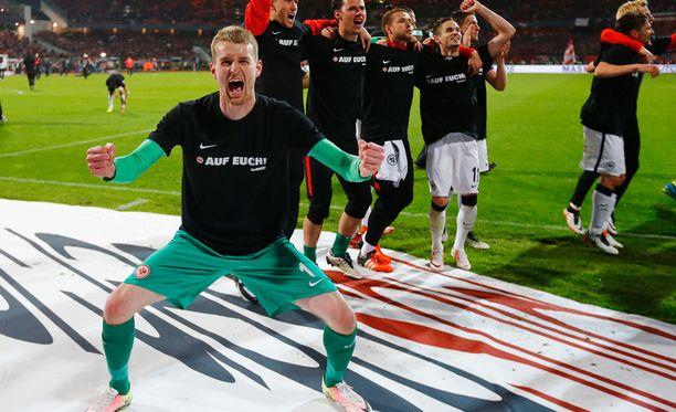 Lukas Hradecky tuulettaa. Frankfurt jatkaa Bundesliigassa.