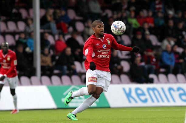 MyPa ja Leonardo Motta pelasivat Veikkausliigassa vielä kesällä 2014. Nyt seuran edustusjoukkue tahkoaa Kakkosta.