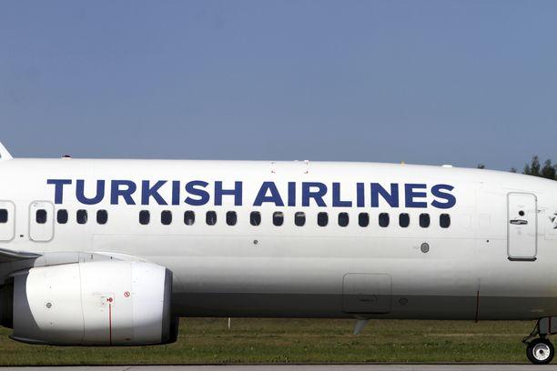 Matkustajat nousivat Britanniassa vastustamaan pakkopalautusta Turkish Airlinesin lennolla. Kuvituskuva.