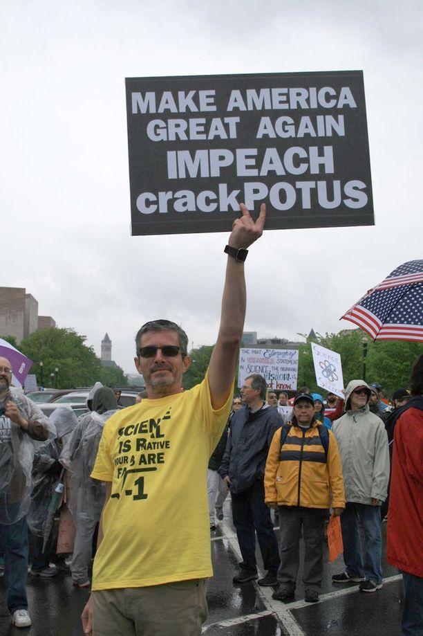 Wayne Bailey tuli puolustamaan tiedettä ja vastustamaan Donald Trumpia.