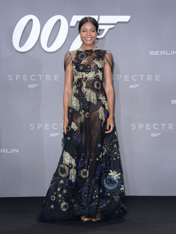 Naomie Harris on kiertänyt 007 Spectren ensi-illoissa muun muassa Berliinissä, Moskovassa ja Zürichissä.